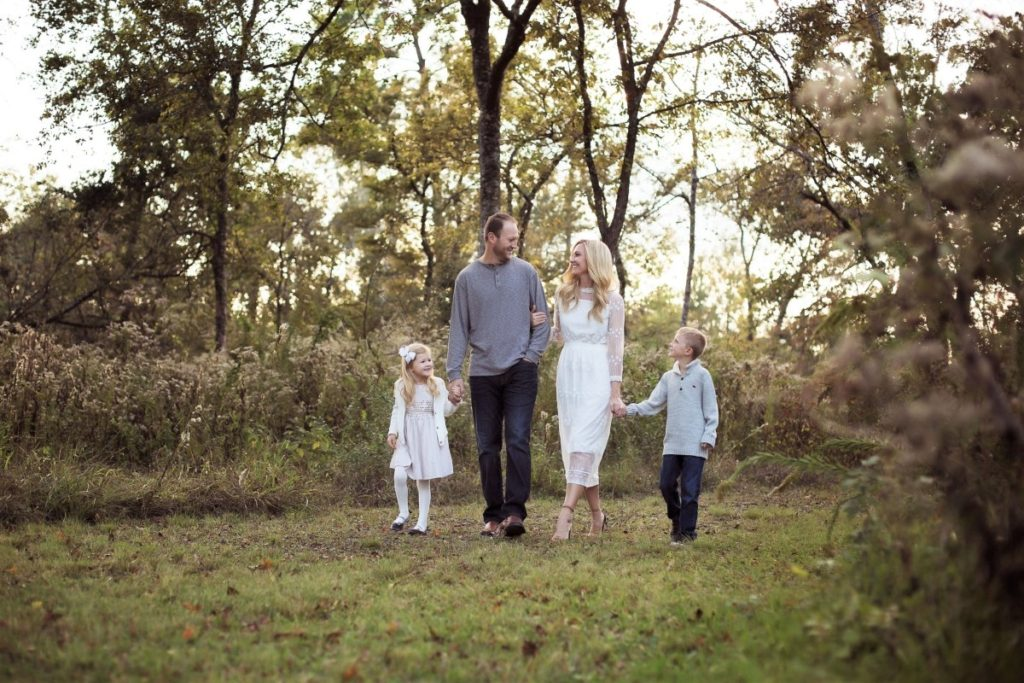 family christmas card - What To Wear For Your Family Christmas Card Pictures by Houston lifestyle blogger Haute & Humid