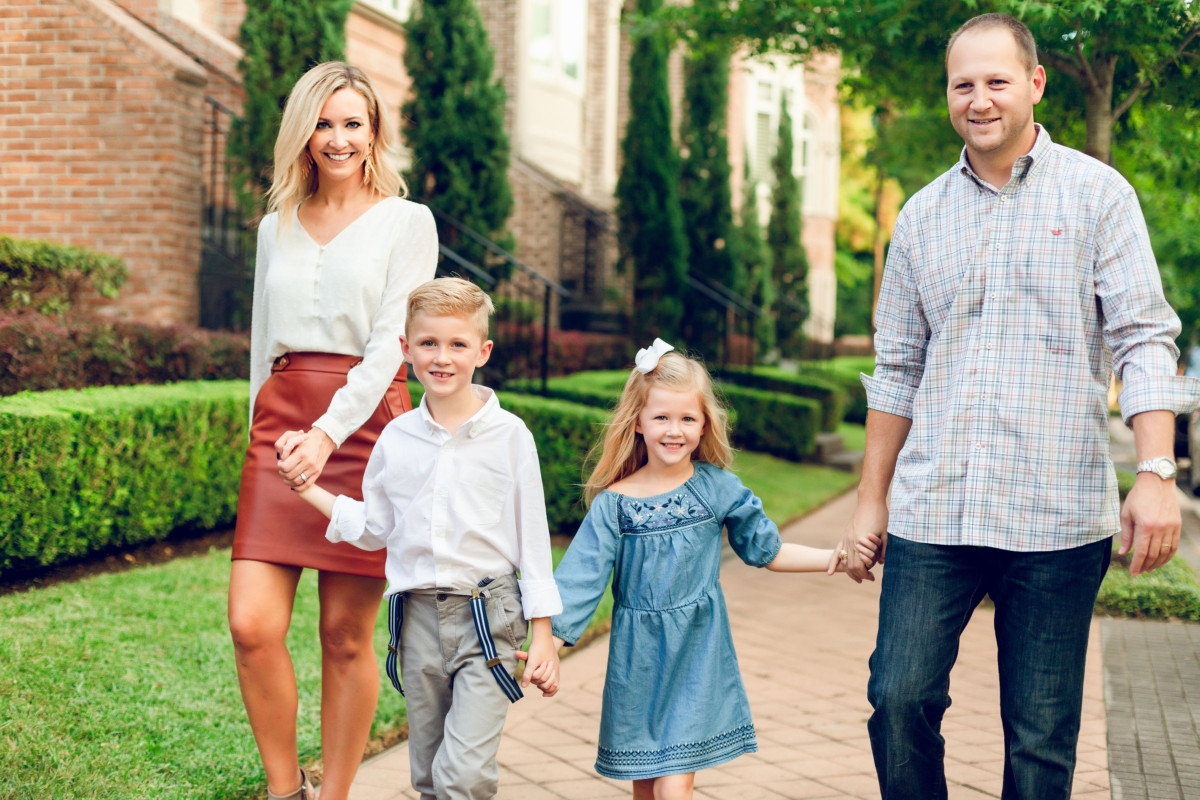 3 Tips For Effortless Holiday Family Pictures featured by top Houston lifestyle blog Haute & Humid